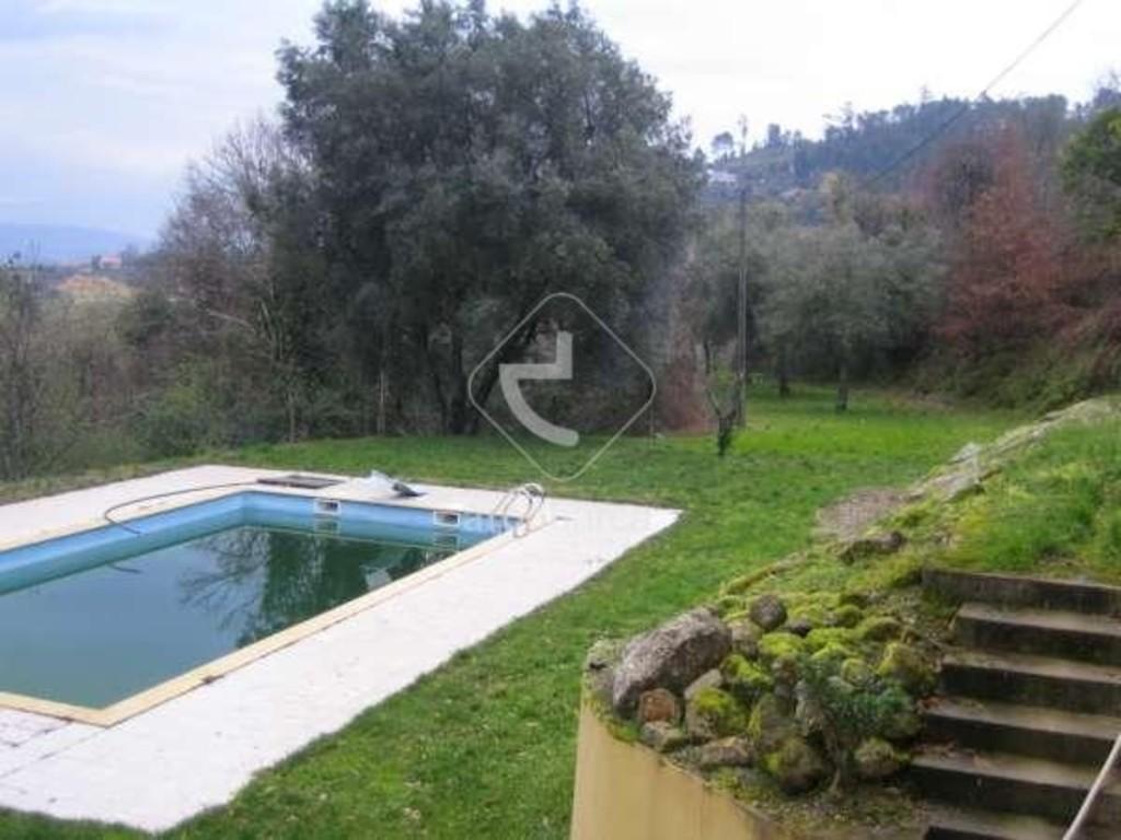terreno e piscina