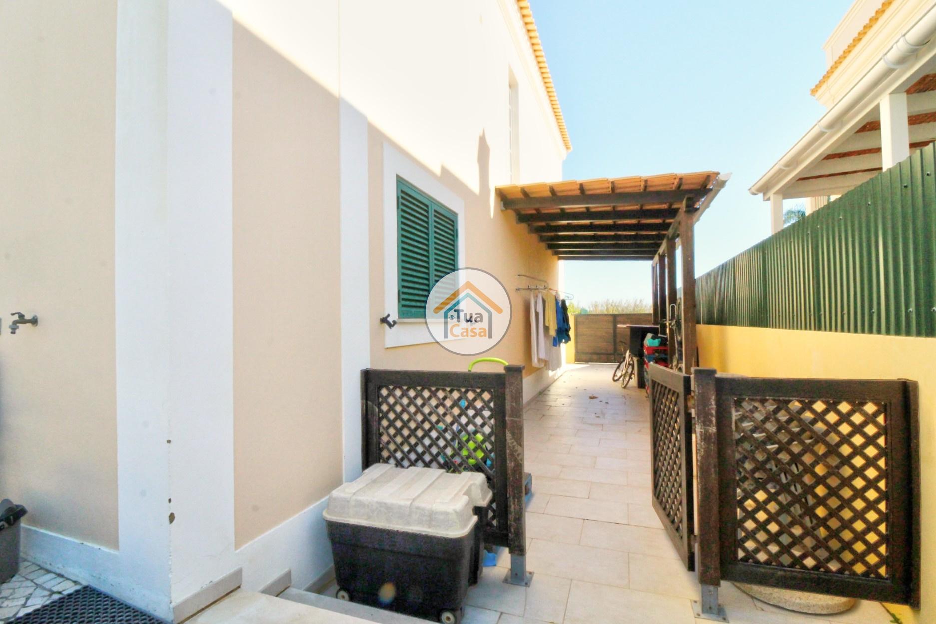 Moradia T4 Faro Montenegro Algarve Piscina (27)