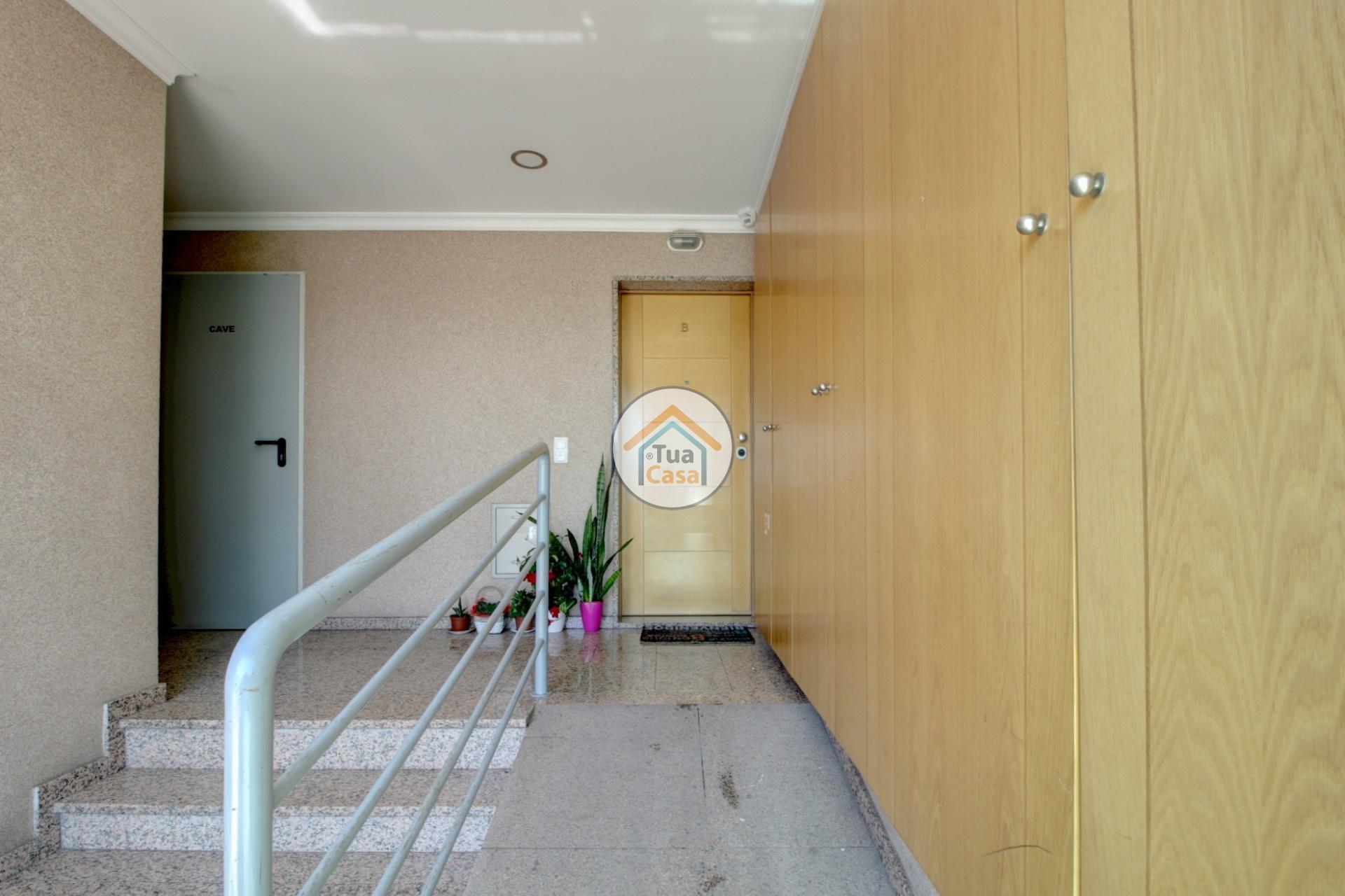apartamento-quinta-joao-de-ourem-t2-garagem-estacionamento-rc-varanda-quintal (28)