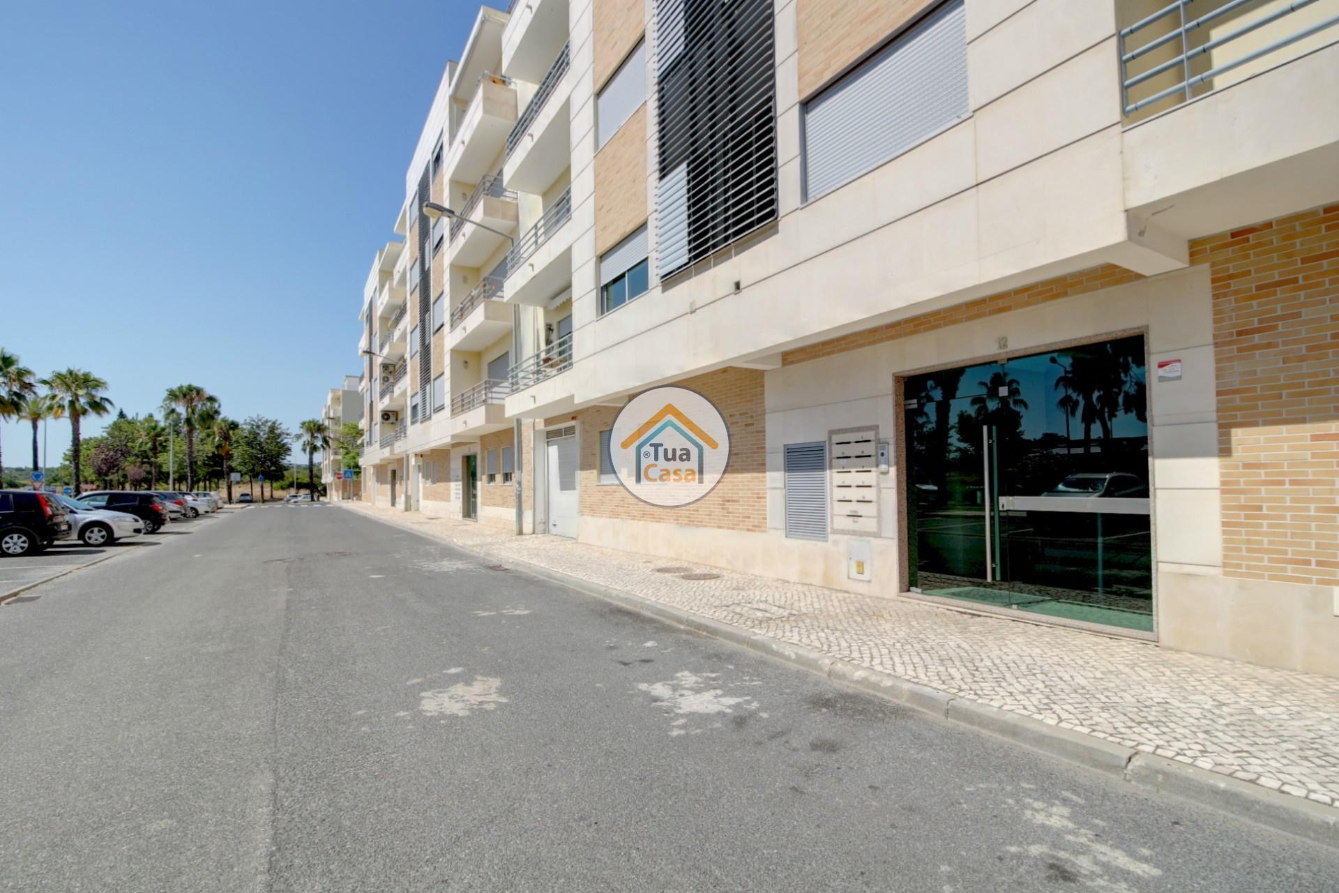apartamento-quinta-joao-de-ourem-t2-garagem-estacionamento-rc-varanda-quintal (29)