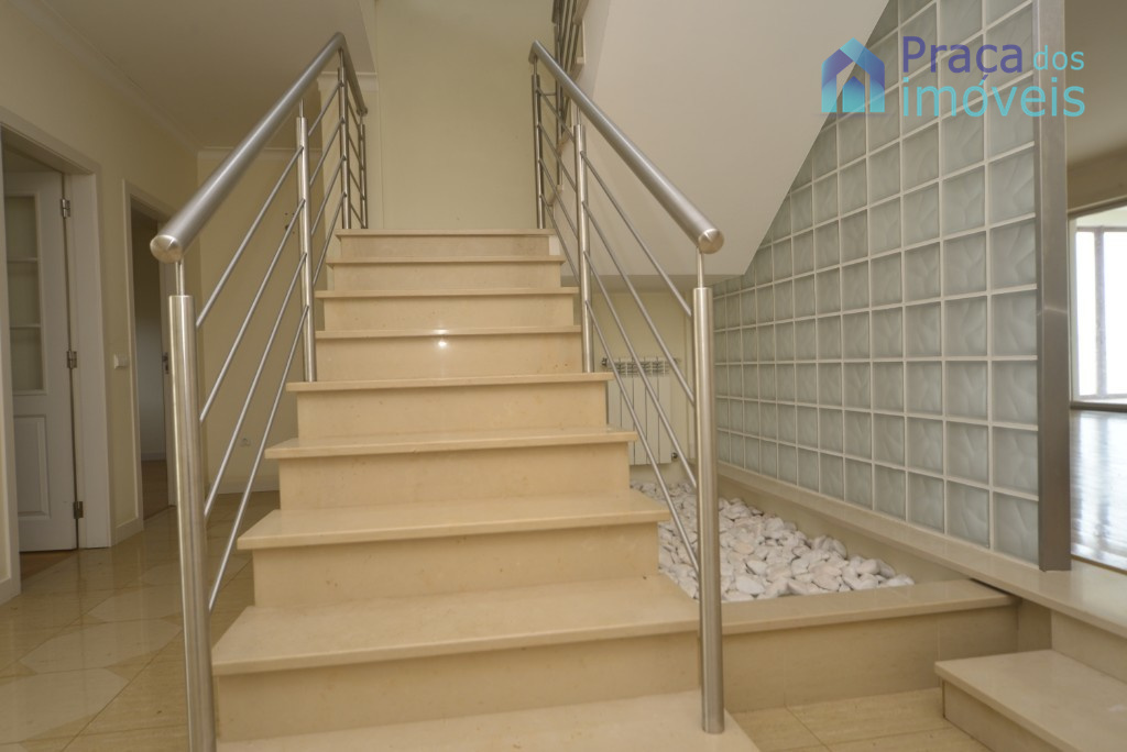Escadas acesso 1º andar
