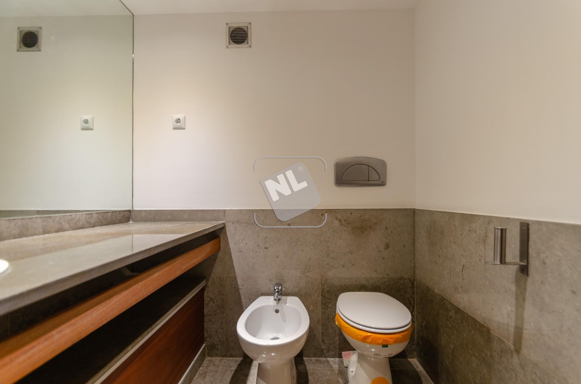 WC Suite 2