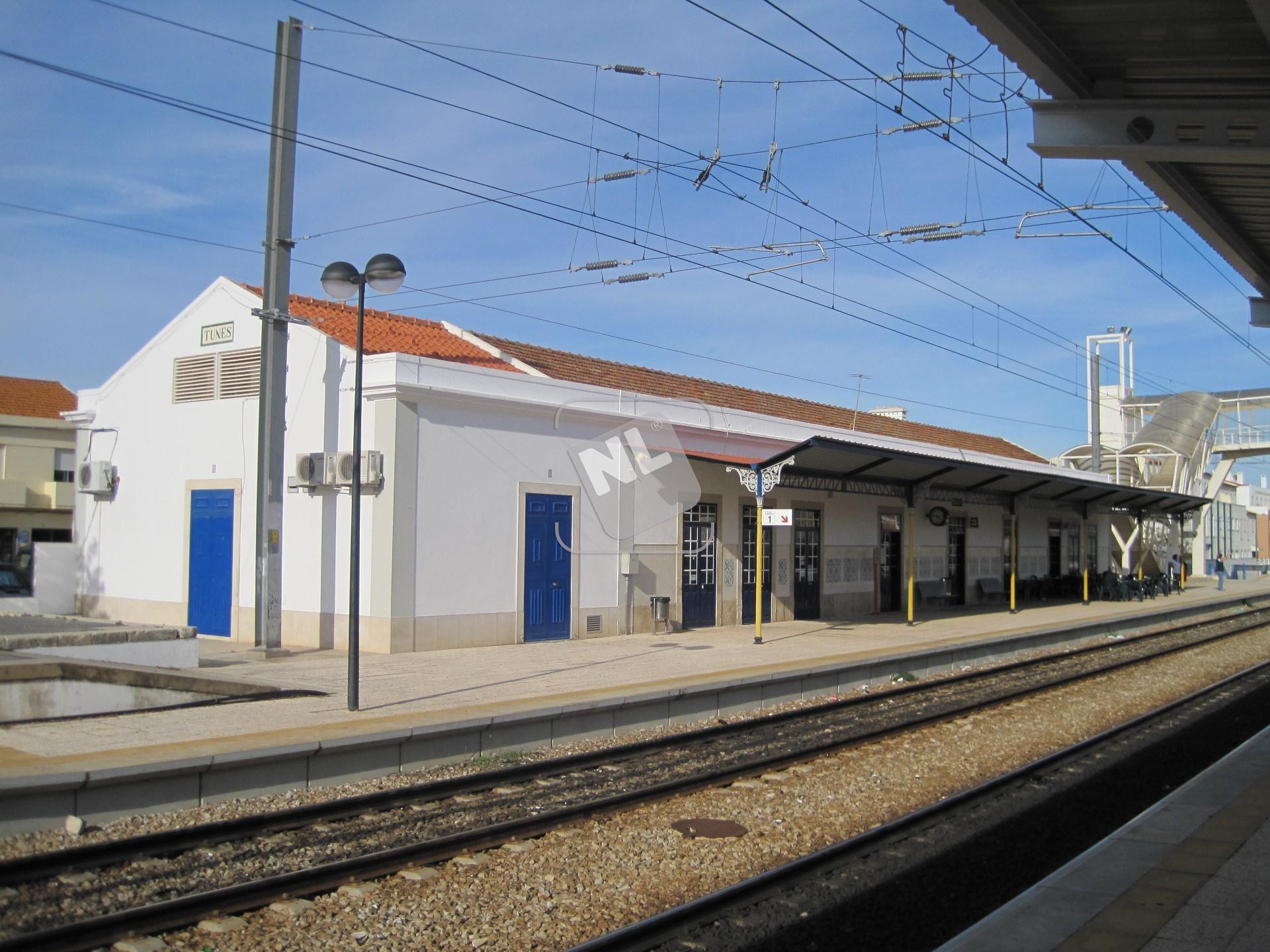 Tunes_train_station