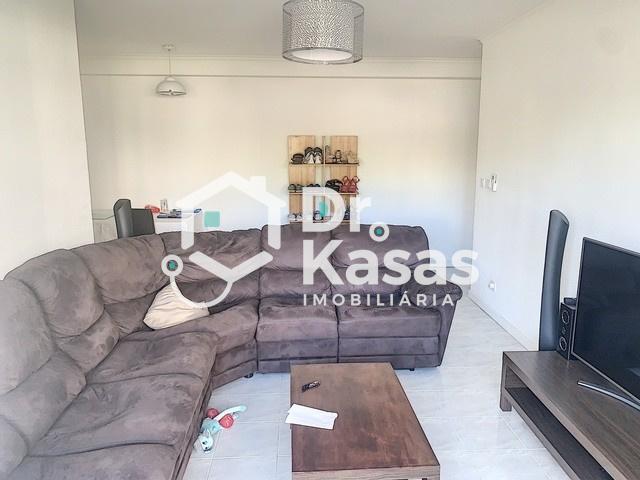 Apartamento de 4 assoalhadas com 106 m2 de area bruta no coração do Montijo .