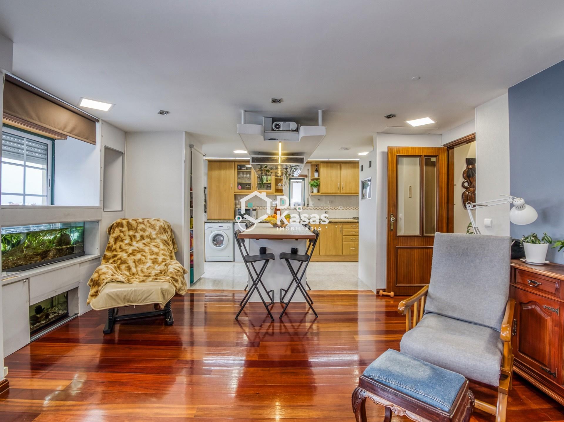 Apartamento T2+1 com aproveitamento do sótão na Urbanização Vila Rosa - Alhos Vedros