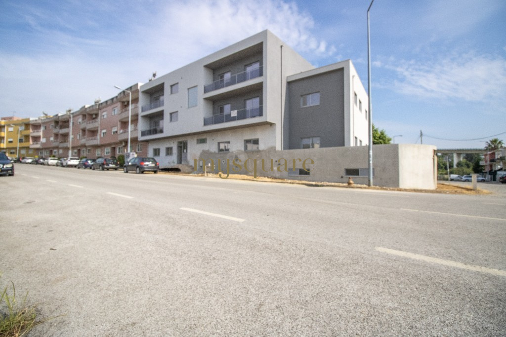 2 bedroom apartment with balcony and parking space
