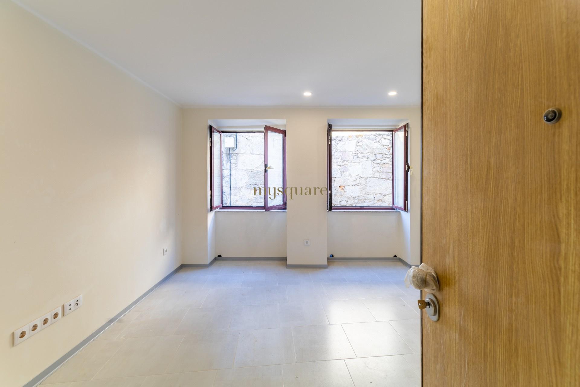 Apartamento T0+2 Novo - Cais de Gaia