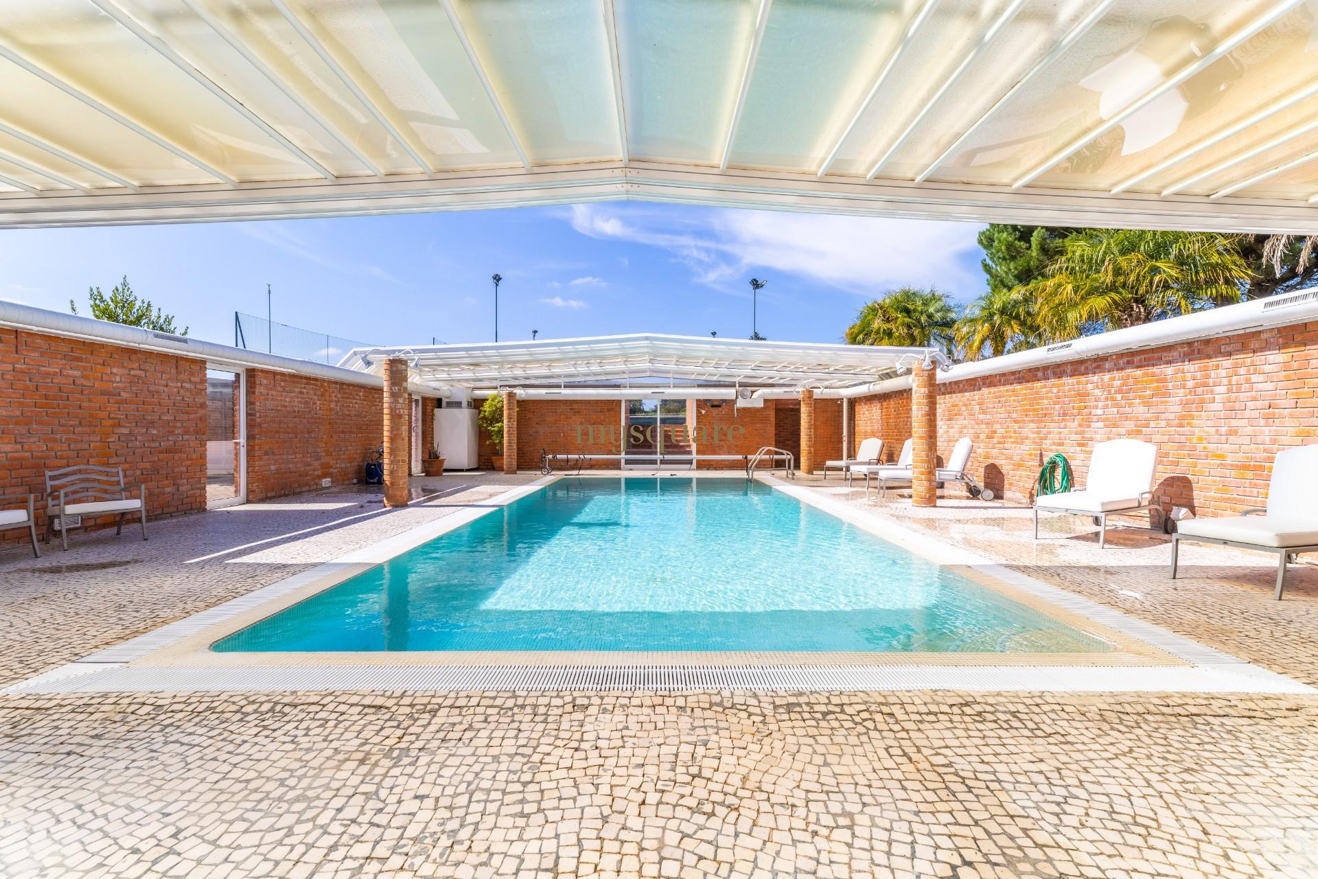 Moradia independente T5 com piscina, court ténis, sala de cinema, jacuzzi, sauna