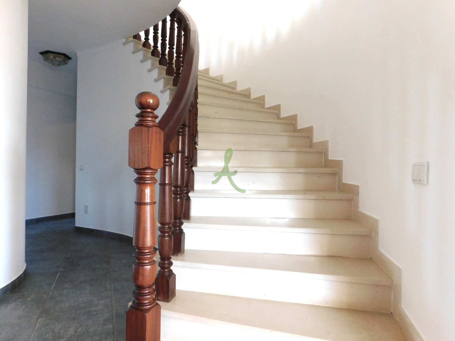 Escadas de acesso ao 1º piso