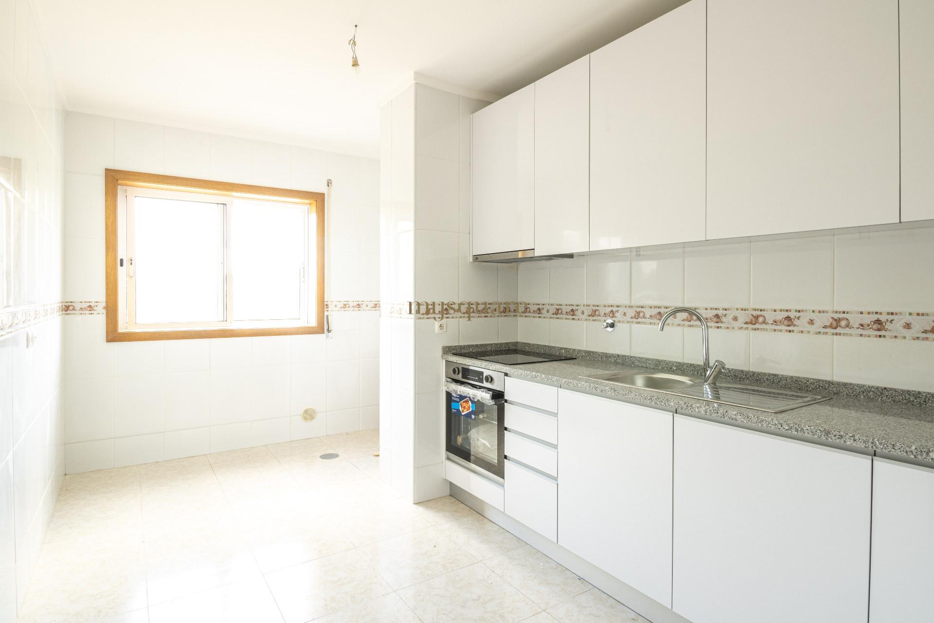 Apartamento T2 renovado com duas varandas em Sanfins, Santa Maria da Feira