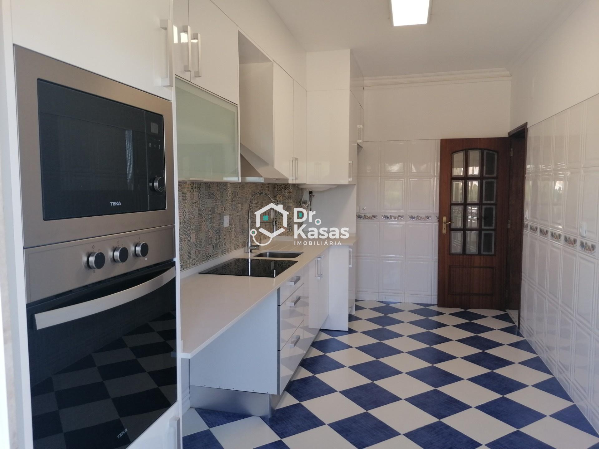 Apartamento T2 Renovado em Paio Pires