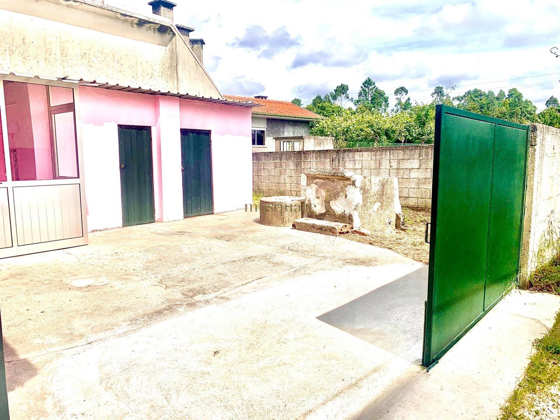 Moradia T2 p/ recuperar com  logradouro,  S.J de Ver- Sta Maria da Feira