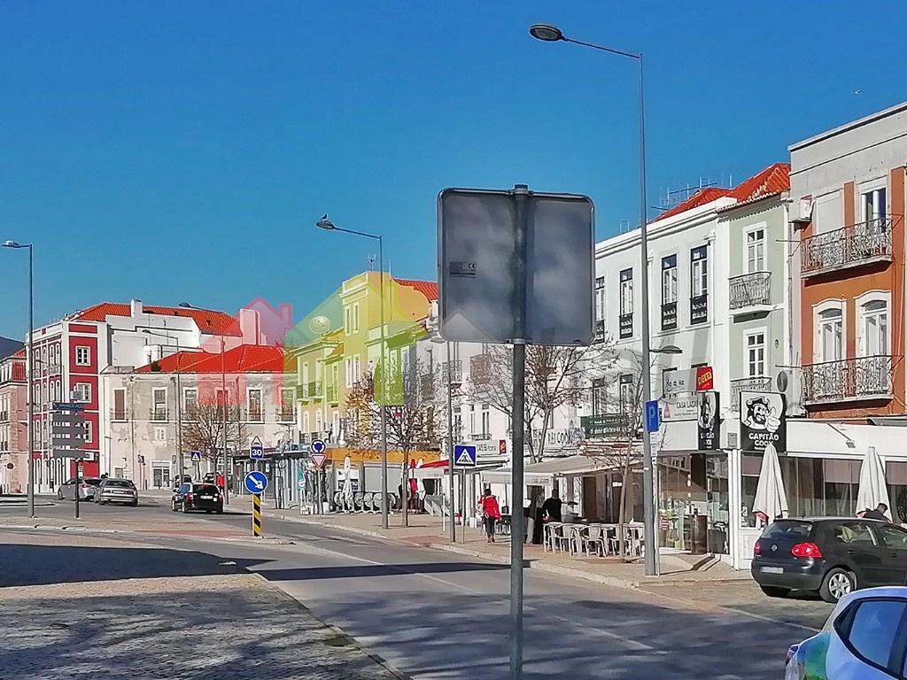 Avenida vista para poente