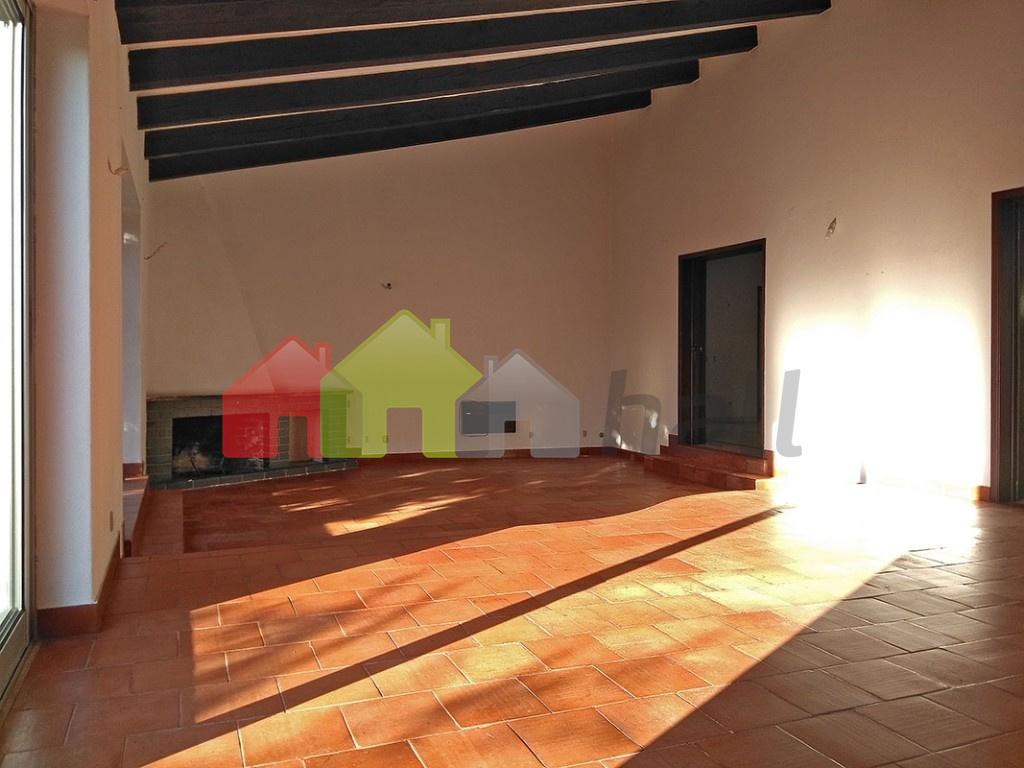 Sala comum  (vista 3) acesso cozinha e hall