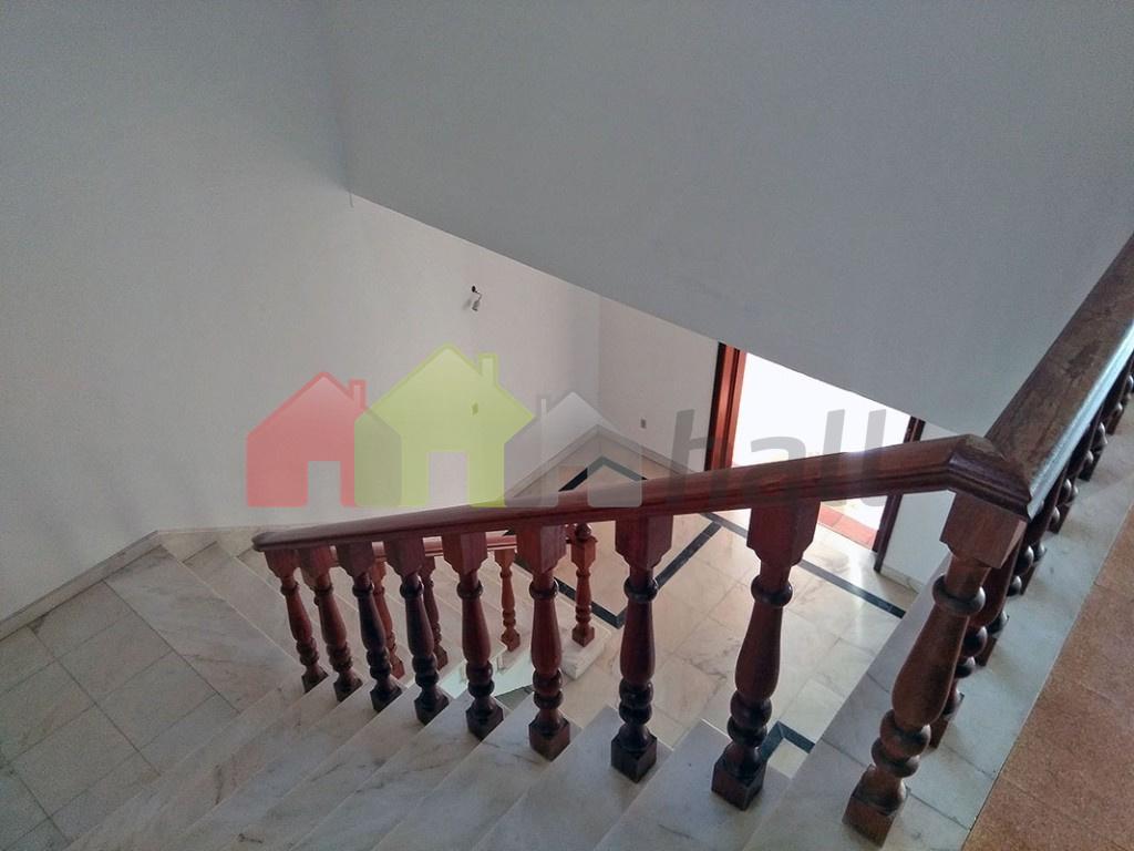 Corredor escadaria acesso piso 0