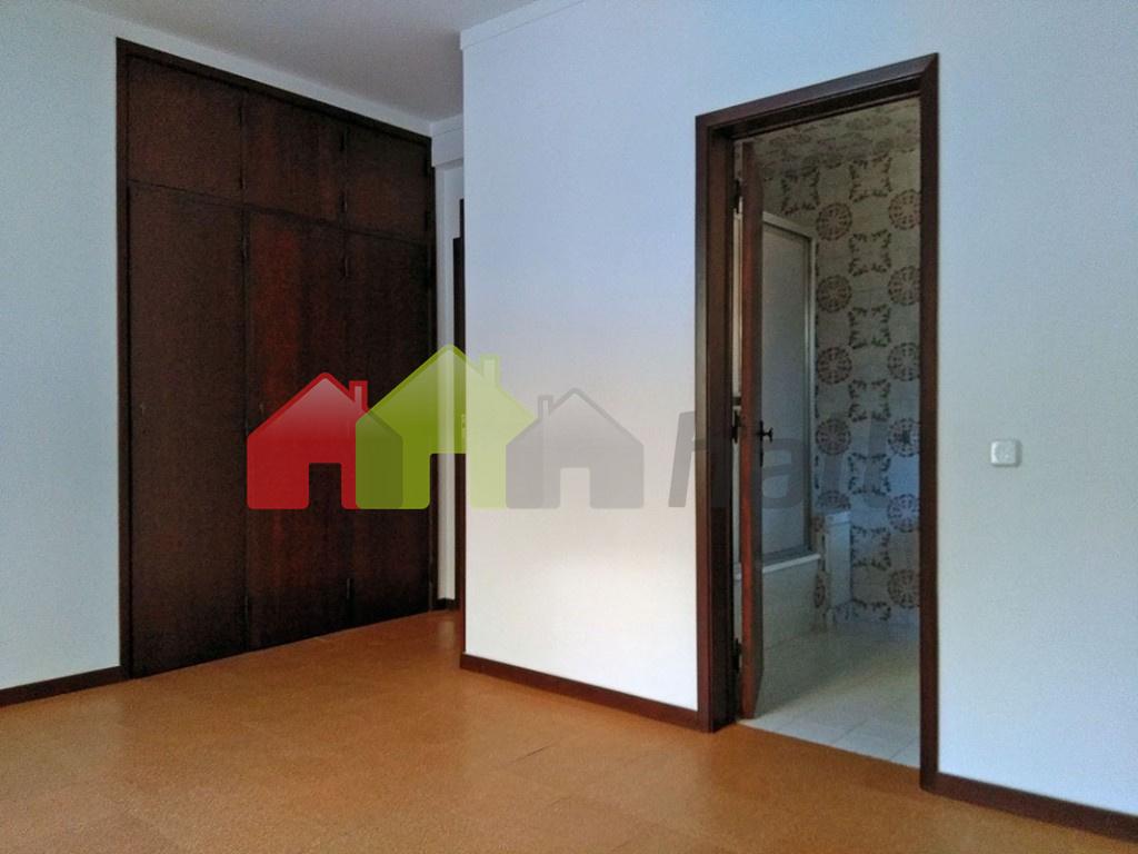 Quarto Suite 3 roupeiro + W.C. (vista este)
