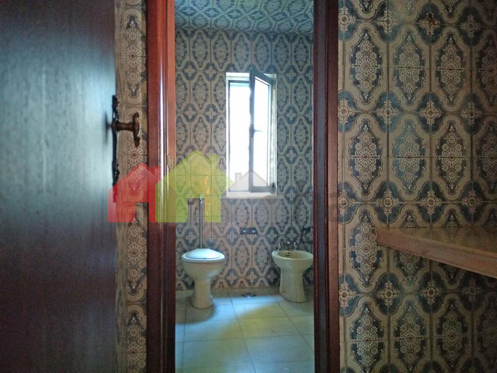 W.C. 1 com lavabo independente (r/c)