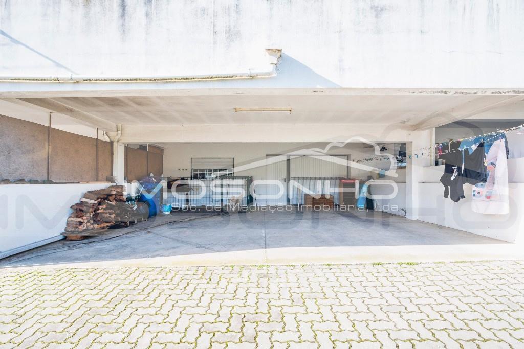Terraço e acesso garagem