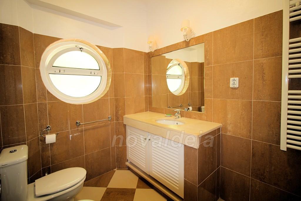 Casa de banho com janela